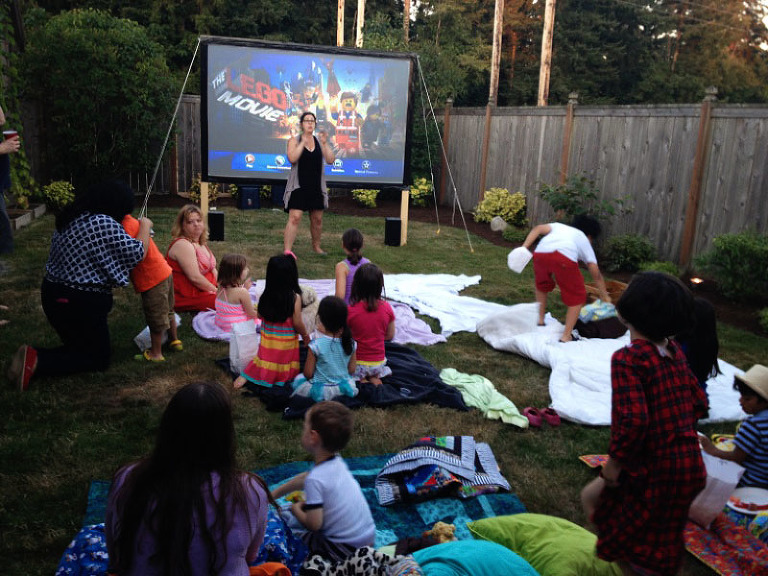 outdoor movie night diy movie screen