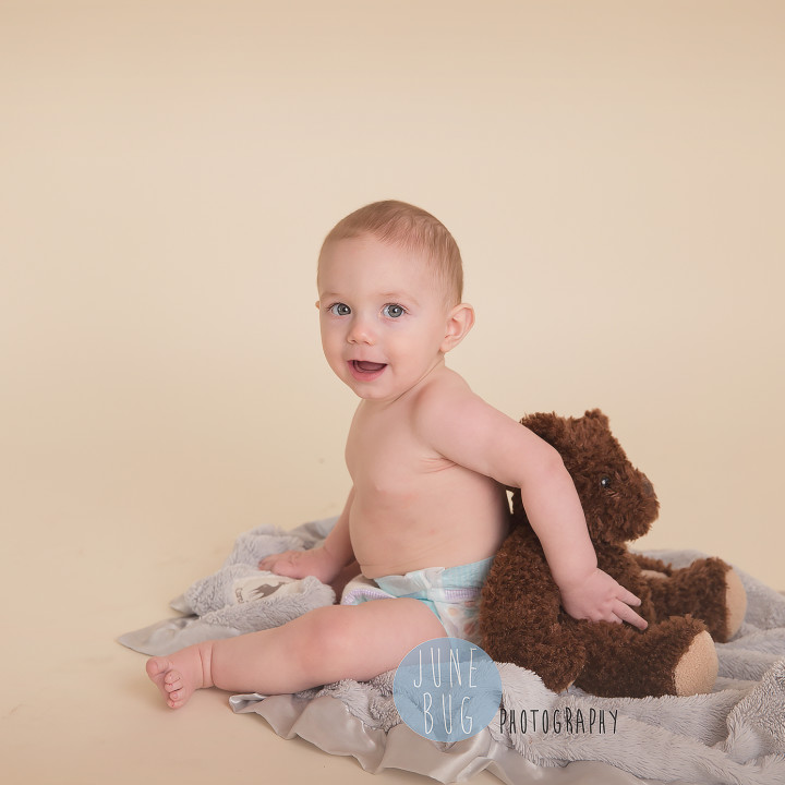 Family photos, in studio. Snohomish county photographer June Bug Photography.